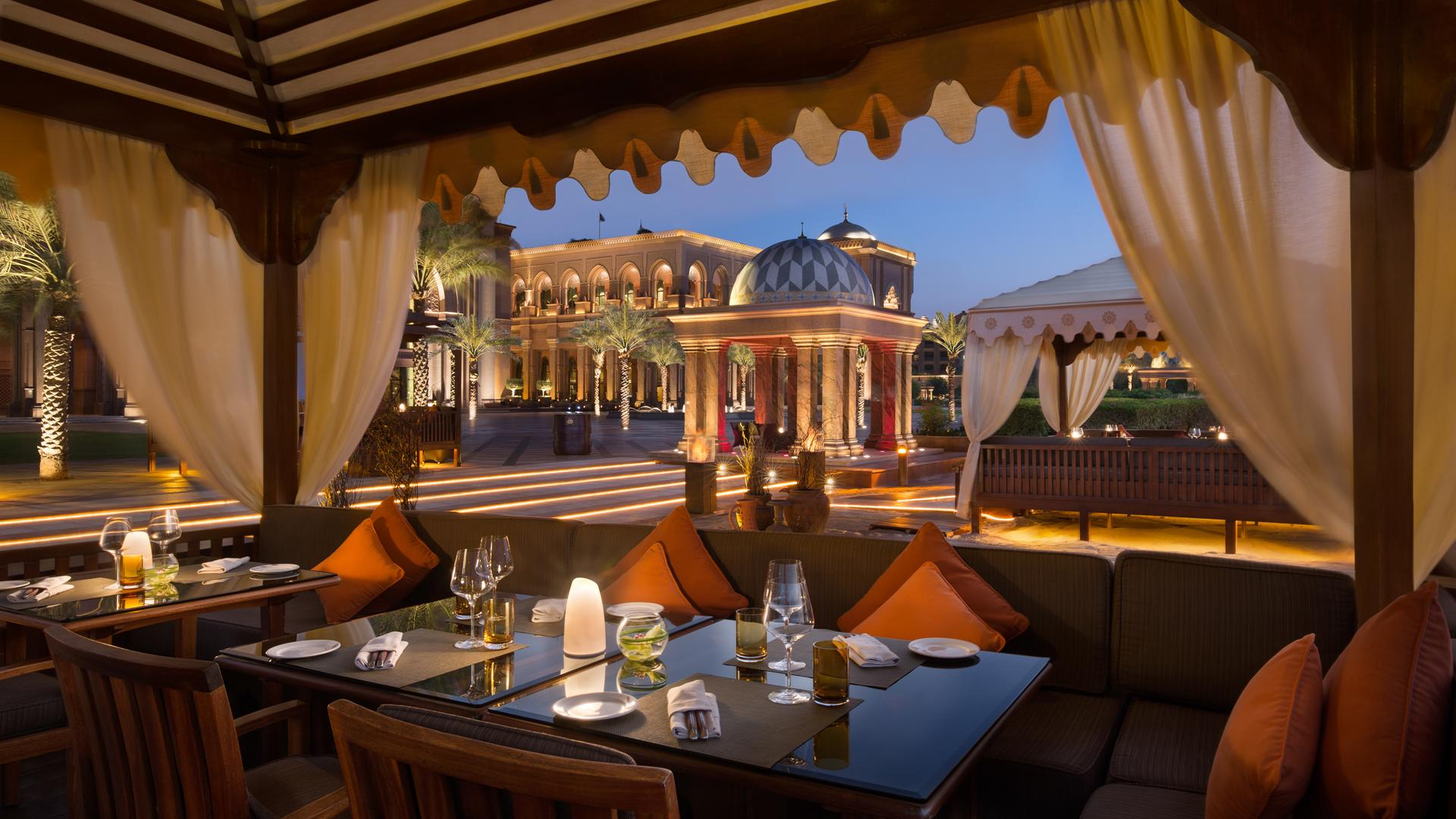 Top 7 Luxurious Hotels Emirates Palace